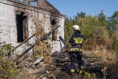 В Днепре в завалах после пожара обнаружили человеческие останки. Фото 18+