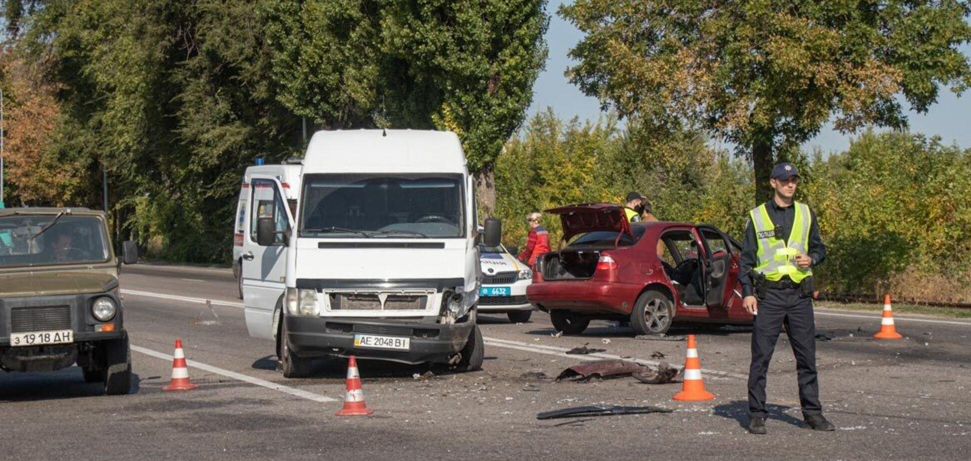 У Дніпрі трапилася потрійна ДТП, є постраждалі. Фото і відео