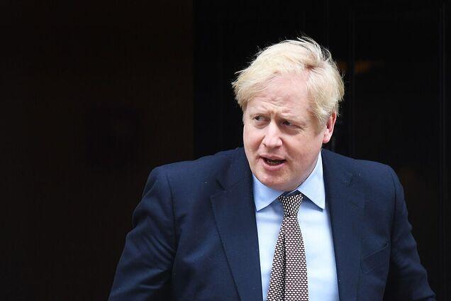 Борис Джонсон объявил о новых ограничениях в Британии