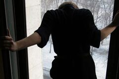 В Киеве женщина выпала из окна