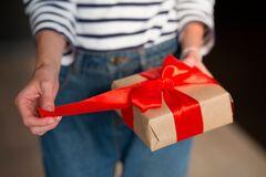 День учителя 2020: интересные идеи подарков и их стоимость в Днепре