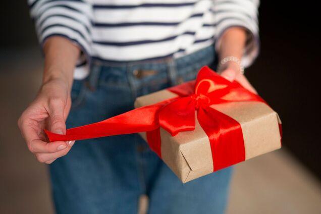 День вчителя 2020: цікаві ідеї подарунків і їх вартість у Дніпрі