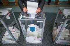 Накануне местных выборов в Днепре показали, как проходит избирательный процесс. Фото: Апостроф