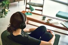 Вредно ли слушать музыку в наушниках: ученые дали ответ
