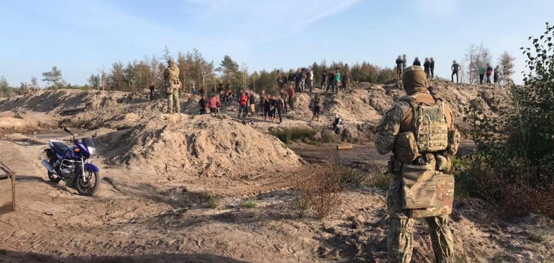 На Рівненщині 'чорні копачі' бурштину влаштували розбірки із СБУ