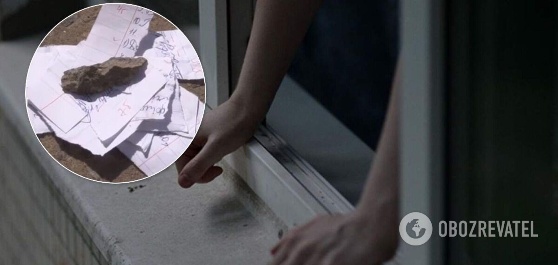 Поруч з тілом дівчинки, що випала з вікна в Кривому Розі, знайдені дивні деталі