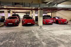 На подземном паркинге в Харькове засняли впечатляющую коллекцию Porsche