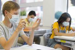 Школьникам после самоизоляции не нужно сдавать тест на COVID-19
