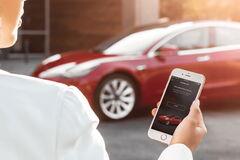 Сбой в сети Tesla вызвал переполох среди пользователей во всем мире