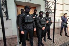Штурм виставки картин Порошенка: Антикорупційний суд зобов'язав відкрити справу проти слідчих ДБР