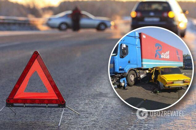 Под Днепром в ДТП погибла 20-летняя девушка, за жизнь ее малыша и мужа борются медики. Эксклюзив