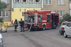 В Киеве в квартире произошел крупный пожар. Видео
