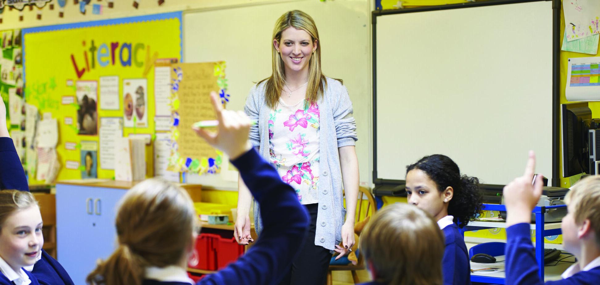 День учителя в Украине отмечается в первое воскресенье октября