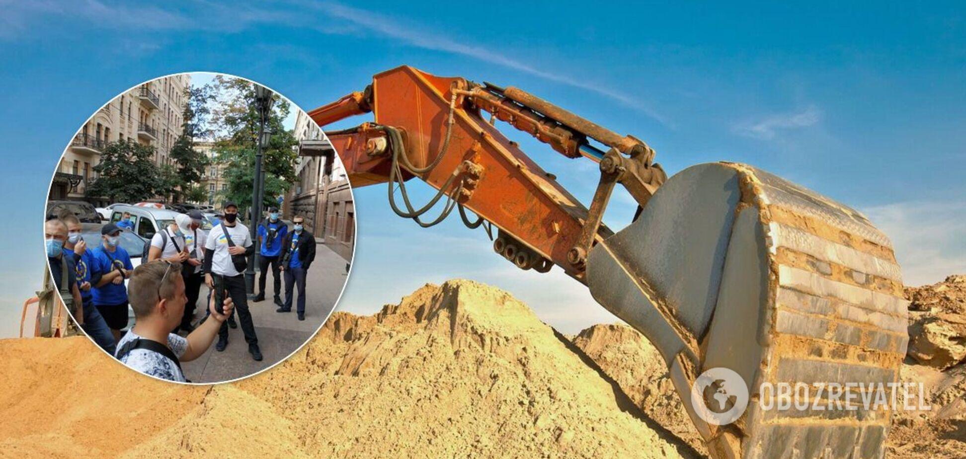 Под Минюстом устроили акцию из-за незаконной добычи песка Мостобудом