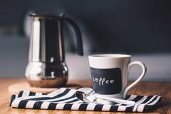 Несколько чашек кофе в день могут разбалансировать работу щитовидной железы