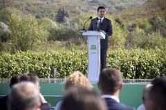Зеленський пообіцяв побудувати новий аеропорт на Закарпатті