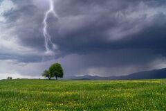 В воскресенье Украину резко накроют дожди с грозами. Карта