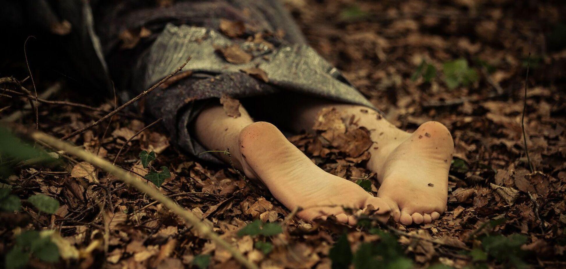 У Кривому Розі в кущах виявили обезголовлене тіло чоловіка. Фото 18+