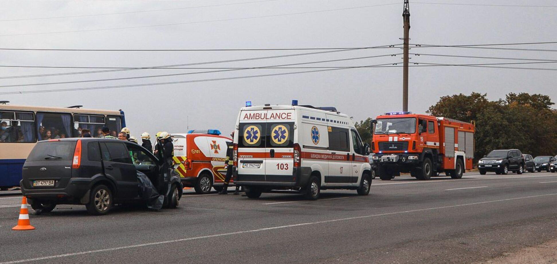 У Дніпрі в результаті зіткнення легковиків загинула жінка. Фото аварії