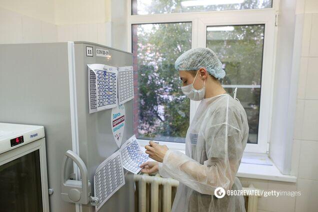 В Беларусь завезли 'сомнительную' российскую вакцину от COVID-19 для испытания на добровольцах