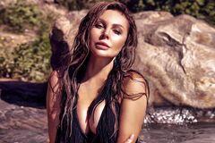 Наталья Бочкарева засветила сочные формы в купальнике