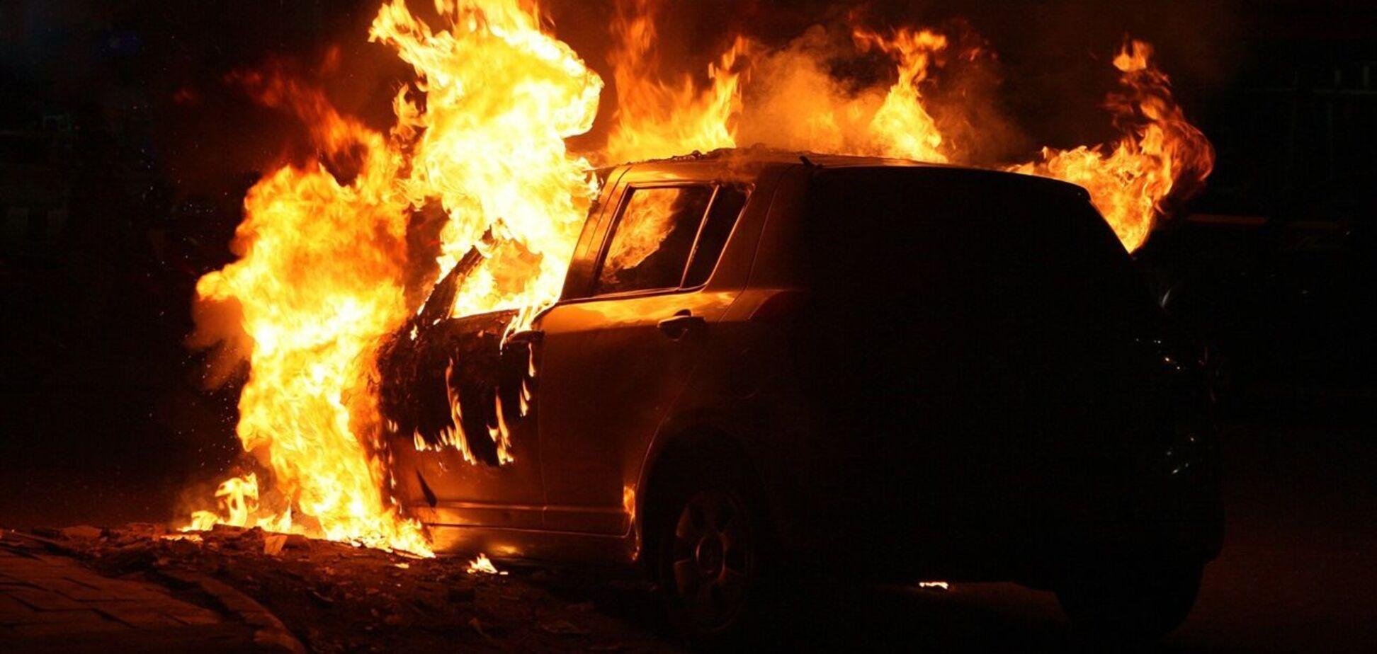 У Дніпрі масово горіли автомобілі. Фото