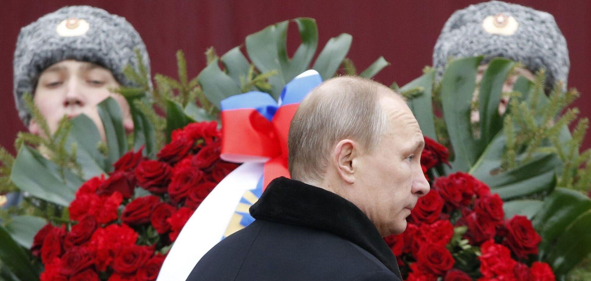 Путин уже выставил в бункере горшок с цветком