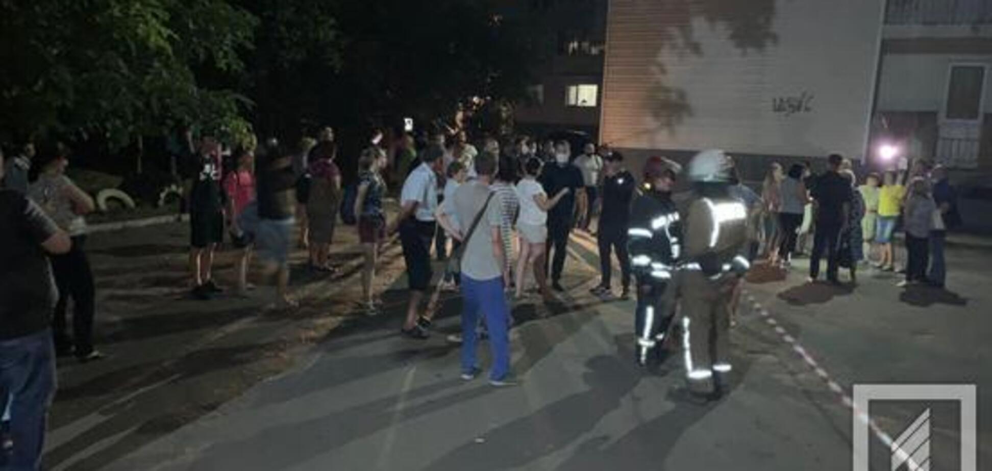 У Кривому Розі люди в паніці евакуювалися з 'тріснутого' будинку. Фото та подробиці