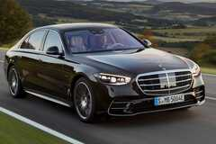 Новый Mercedes S-class получил гибридную модификацию. Фото: Mercedes-Benz