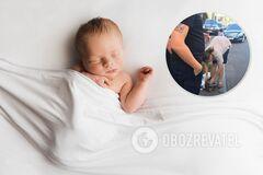 Женщина носила младенца по центру Киева в клетчатой сумке