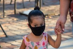 При выборе тканевой маски следует обратить внимание на несколько факторов