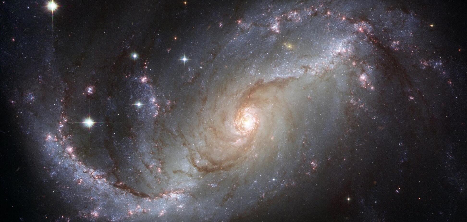 Ученые поймали сигнал от слияния черных дыр в космосе. Источник: pexels.com