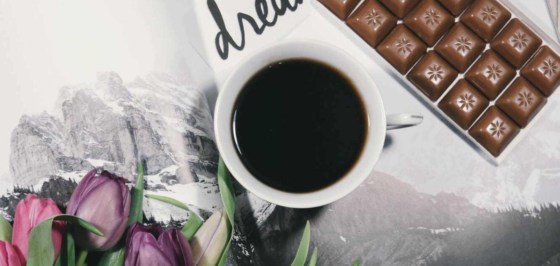 1 жовтня вітають з Днем кави і шоколаду