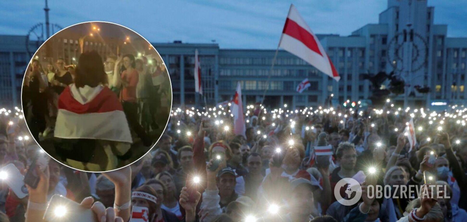 На протесті в Білорусі зазнімкували голу жінку
