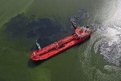 В Украину прибыл танкер из Италии с битумом для строительства дорог