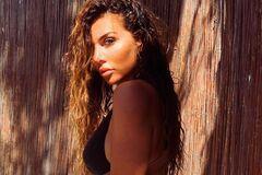 Седоковазасветила пышную грудь в откровенном купальнике. Фото