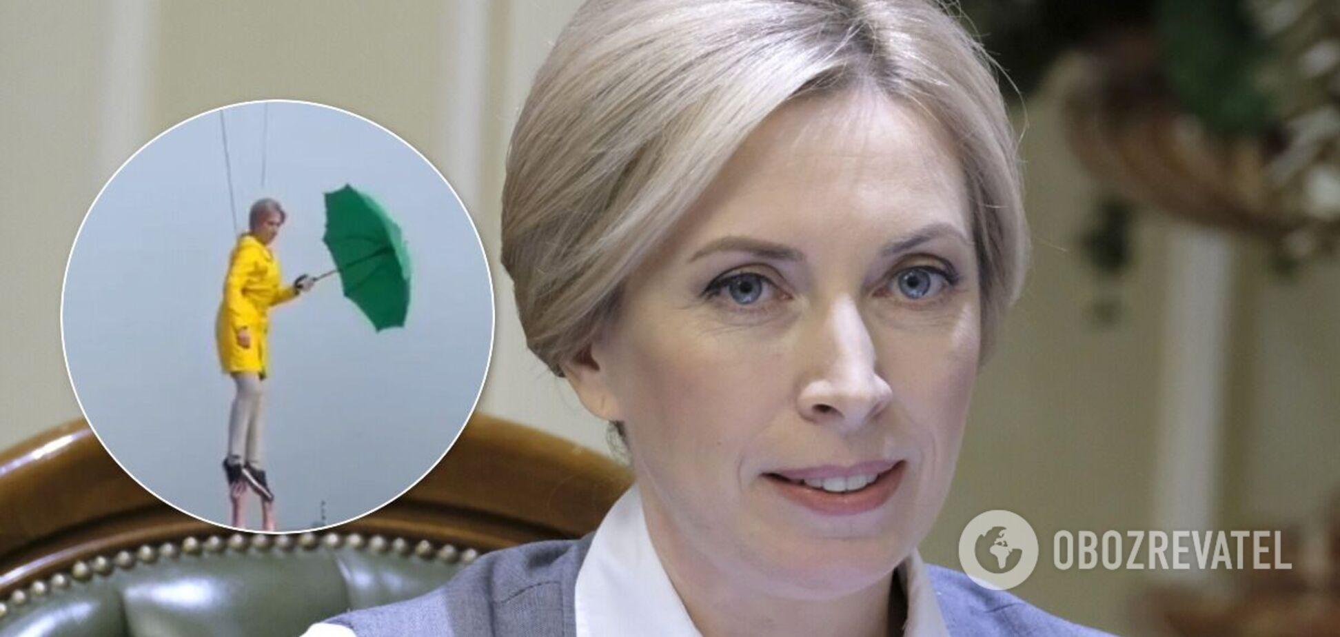 Верещук під час знімання ролика 'літала' над Києвом: у мережі її порівняли з Мері Поппінс. Відео