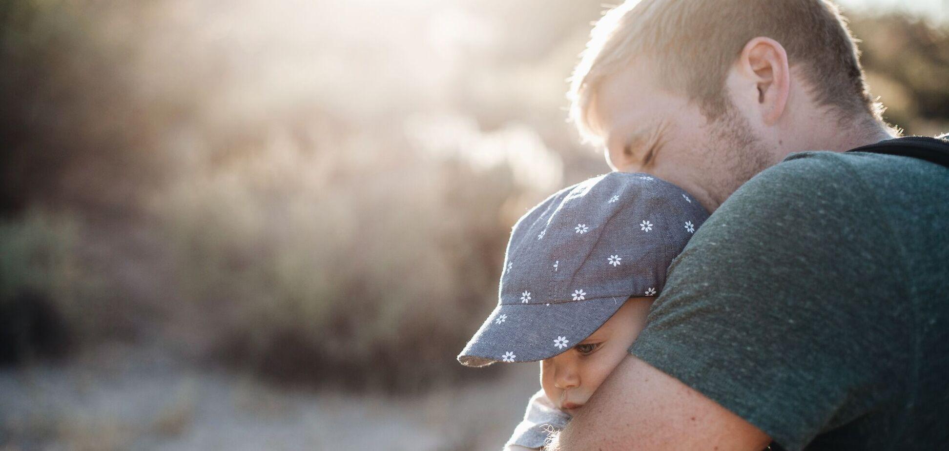 Чоловіків з невеликою зайвою вагою люди більш схильні вважати хорошими батьками