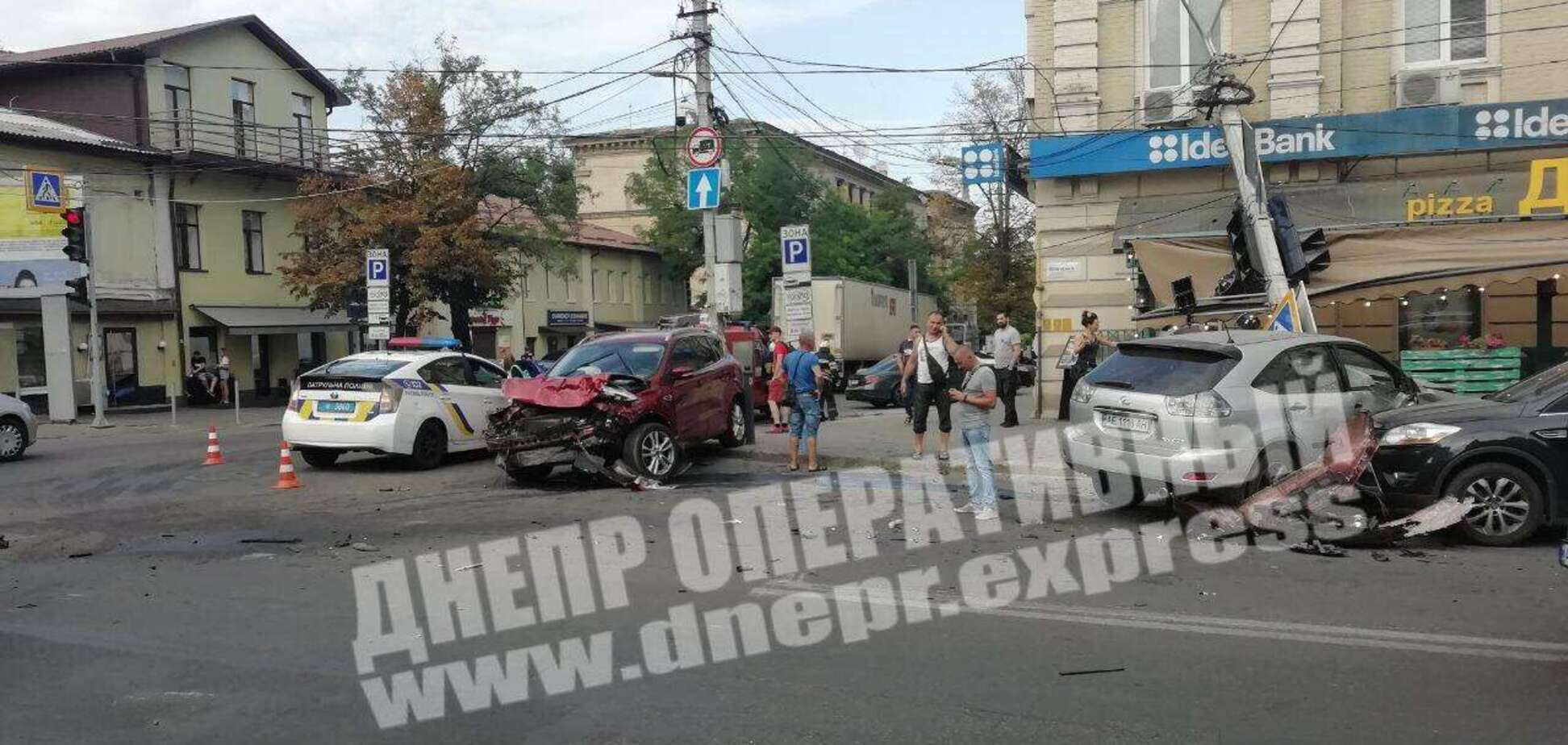 В центре Днепра произошло тройное ДТП: есть пострадавшие