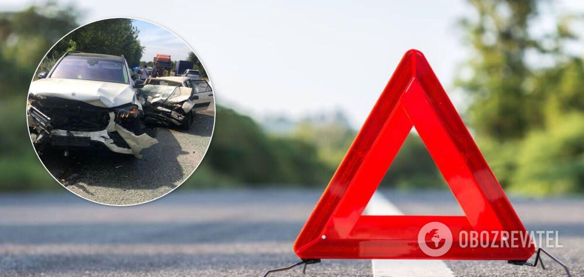На Дніпропетровщині в ДТП загинули три людини. Фото і відео
