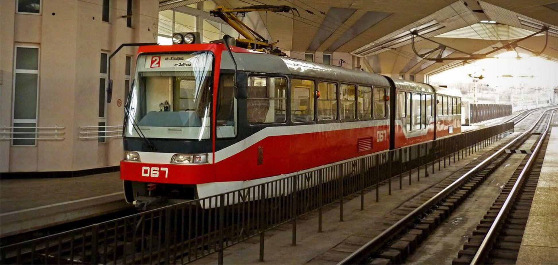 У Кривому Розі швидкісний трамвай зійшов з рейок в тунелі