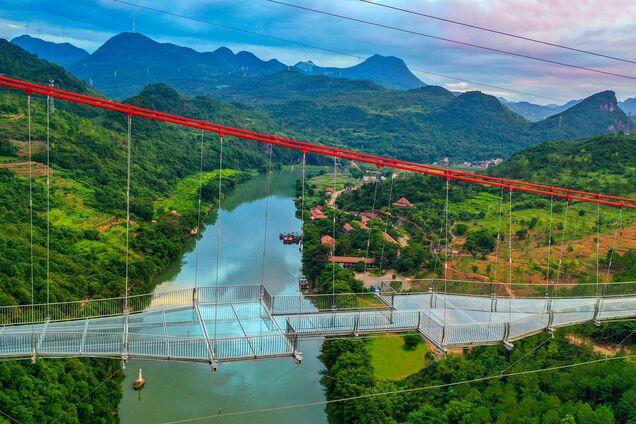 В Китае открыли самый длинный в мире мост.