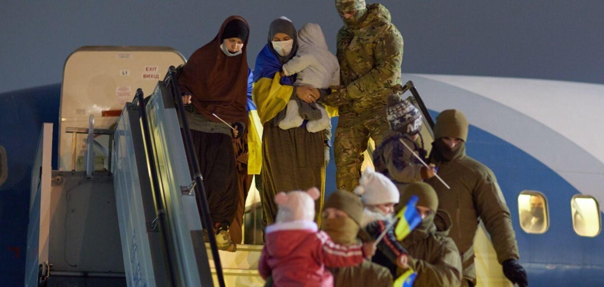 В Украину вернулись беженцы из сирийского лагеря