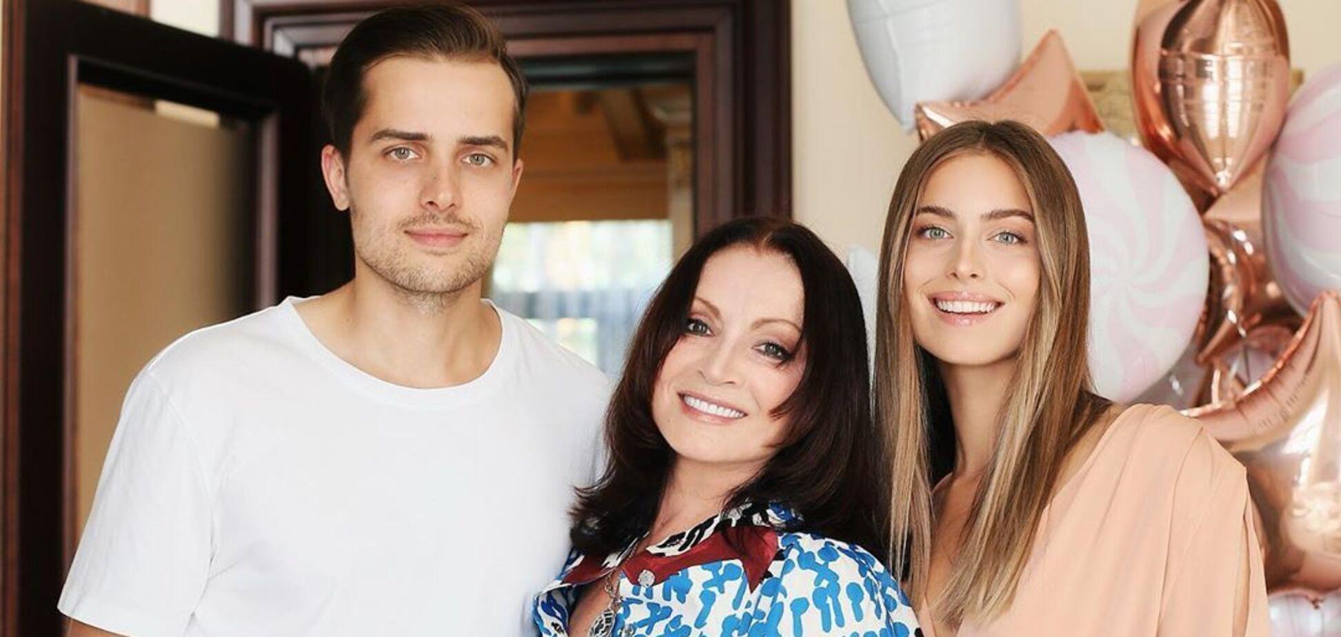 Ротару отпраздновала Новый год с семьей под Киевом: в сеть попали фото и видео