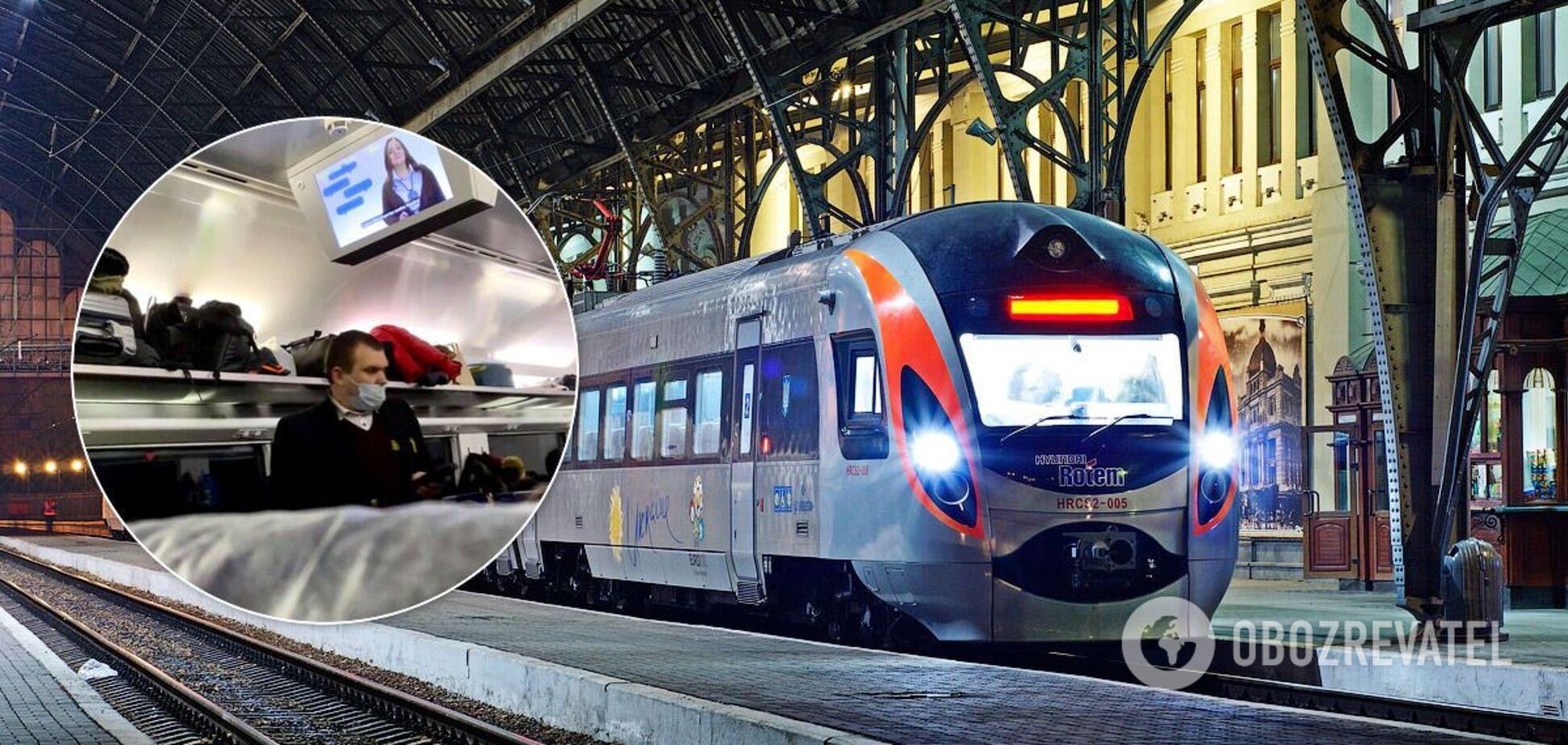 Поезд на перроне вокзала во Львове