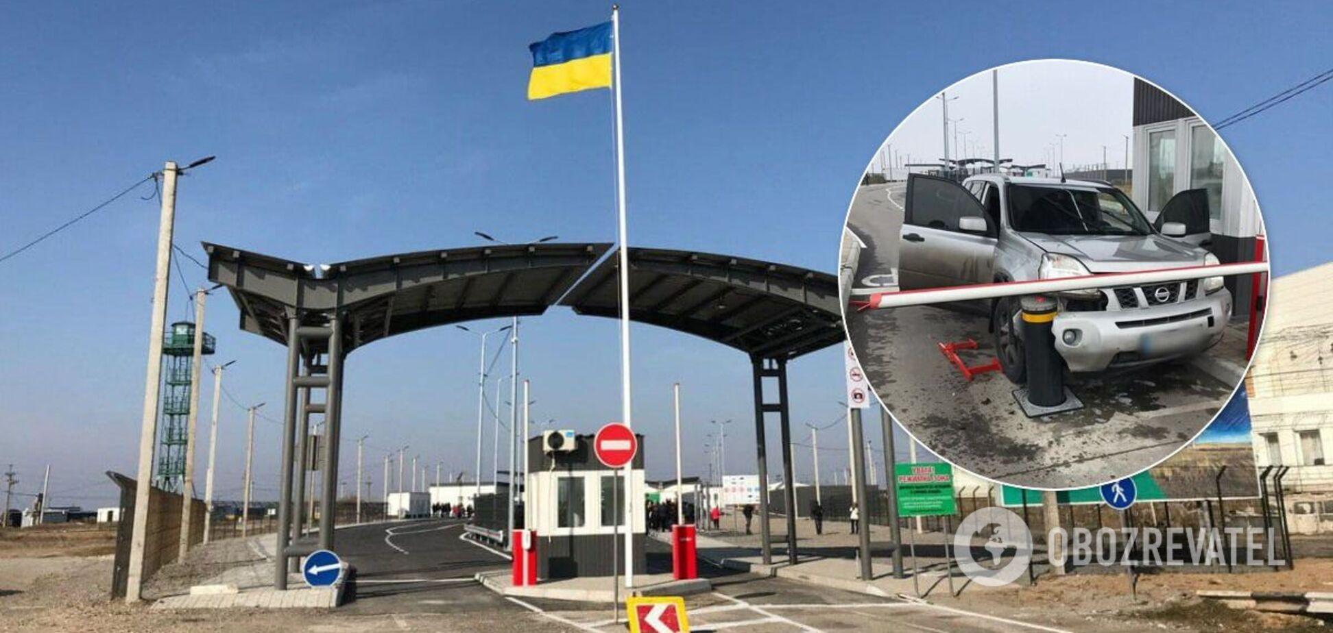 Украинец протаранил КПВВ