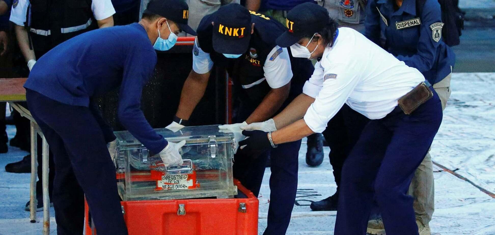В Індонезії дістали 'чорну скриньку' Boeing 737