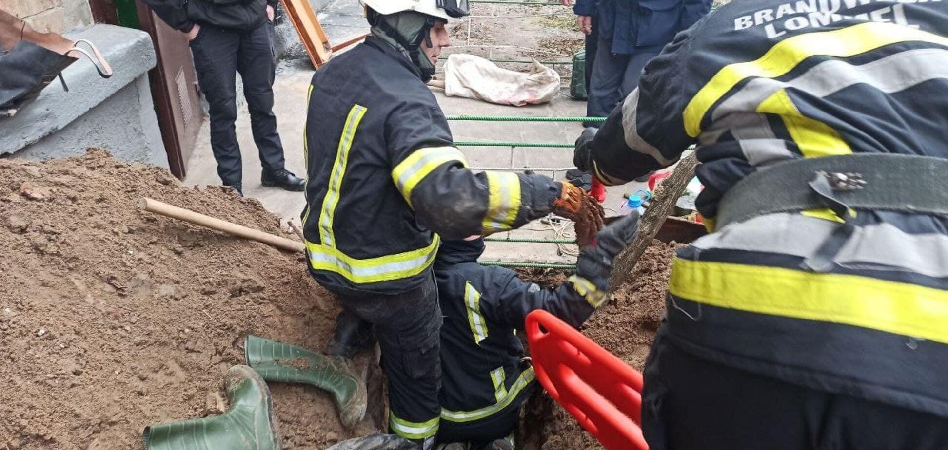 В Киеве мужчину насмерть засыпало грунтом в тоннеле. Фото