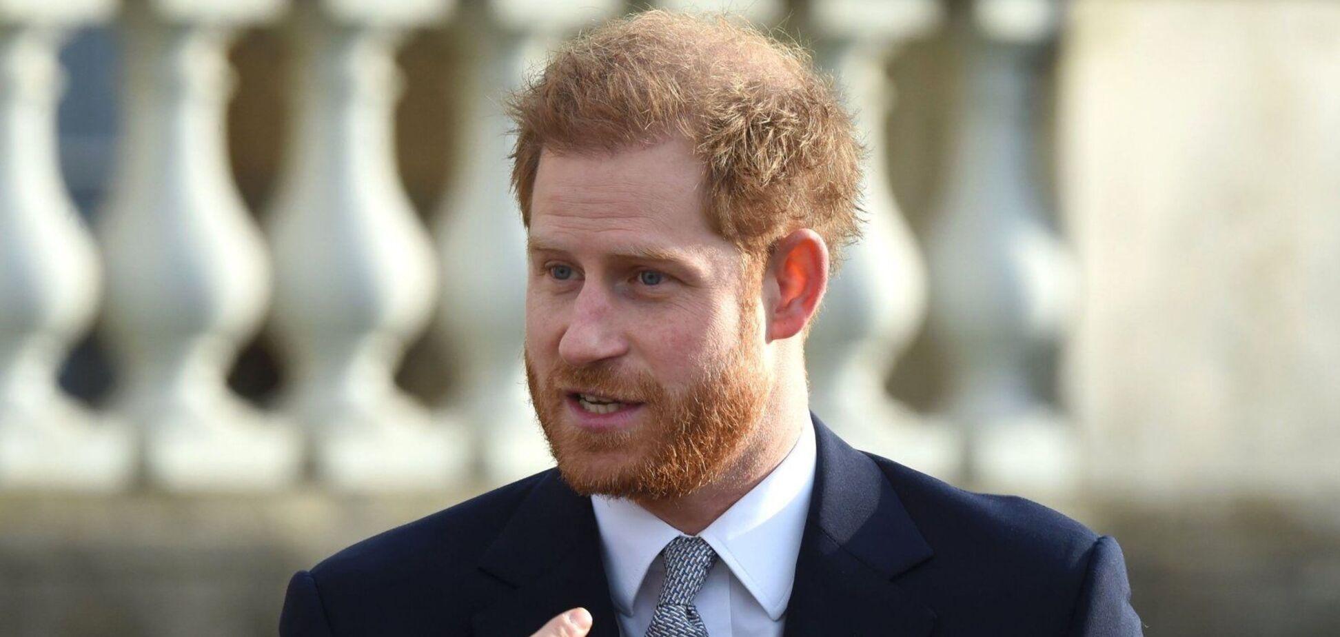 Сосед принца Гарри заявил, что тот отрастил длинные волосы: в сети показали, как может выглядеть муж Маркл