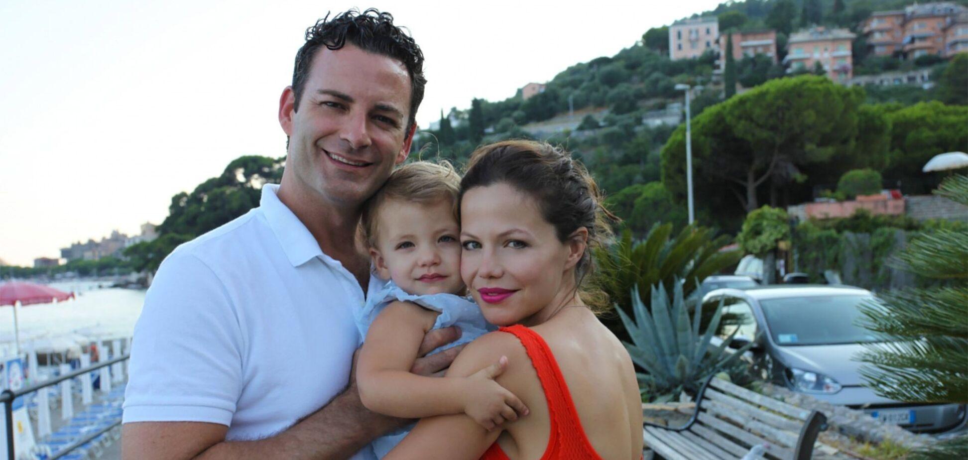 Чоловік зірки 'Милих ошуканок' захворів на COVID-19: акторка зі сльозами зробила заяву
